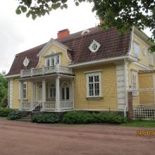 Villa 1 etupihan puolelta