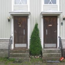 Talo B ennen ovien vaihtoa