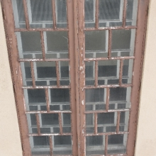 Vanha ikkuna ulkopäin